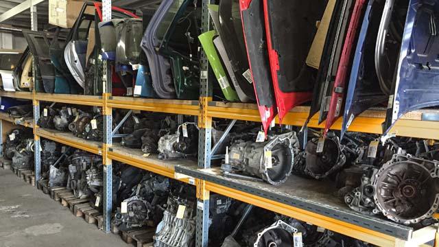 auto-klug-entsorgt-gebrauchte-autoteile-2-klein
